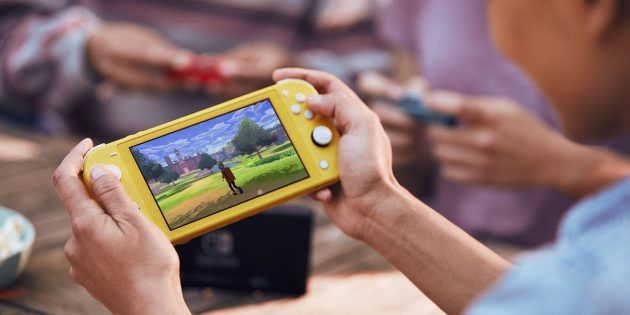 Nintendo Switch Lite в руках