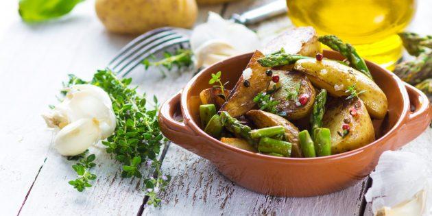 Овощи в духовке: запечённый картофель со спаржей и лимонно-горчичной заправкой