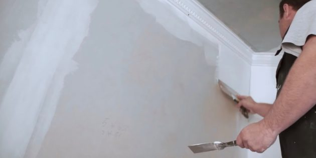 Как выровнять стены шпаклёвкой: двигайтесь с необработанной поверхности на уже покрытую