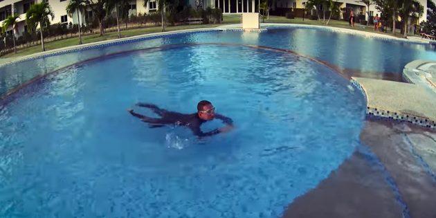 Как научить ребёнка плавать: нужно оттолкнуться и двигаться
