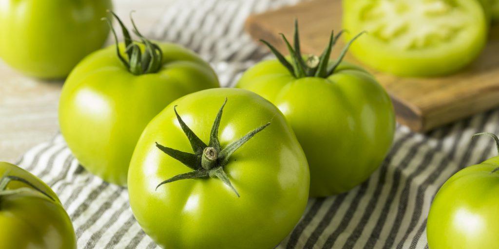 Зеленые помидоры под прессом