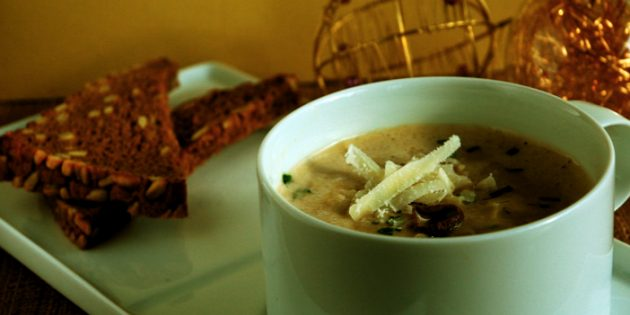 Крем-суп из сушёных белых грибов с вином и пармезаном