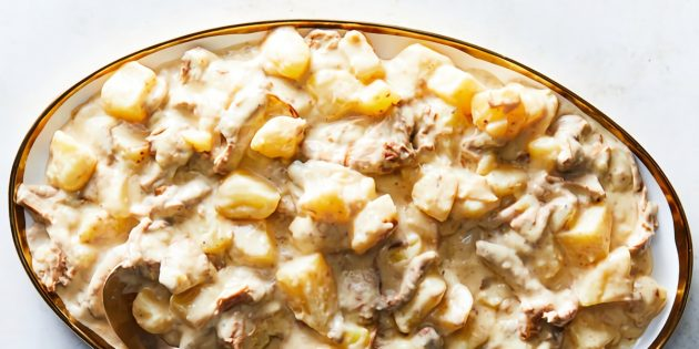 Картошка с лисичками в сливочно-сметанном соусе