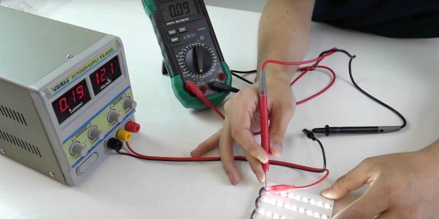 Последовательно подключите щупы в цепь