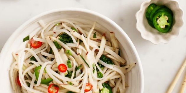 Рецепт маринованной кольраби с рисовой лапшой