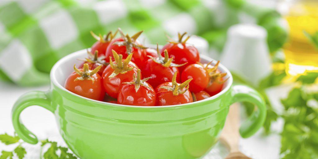 Соленые красные помидоры быстрого приготовления