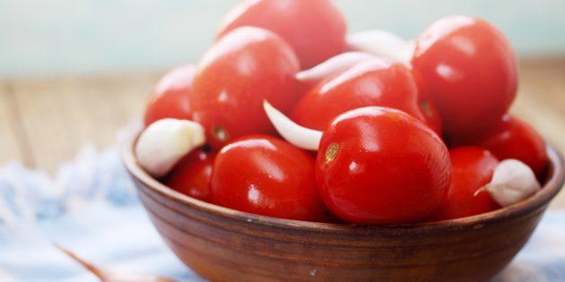 Как солить помидоры с чесноком, чёрным перцем, лаврушкой и сухой горчицей