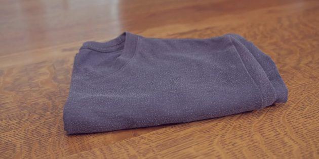 Как сложить футболку незамысловатым способом