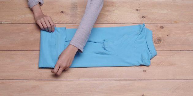 Загните нижний край футболки наверх
