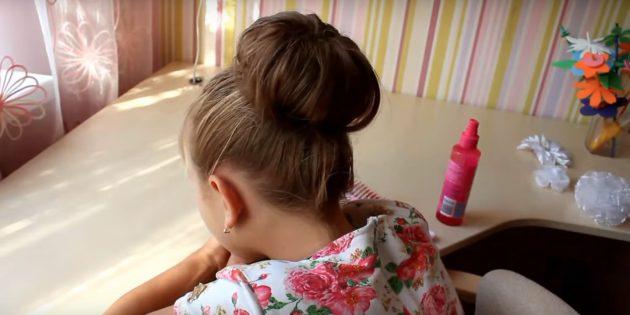 Распределите вокруг волосы и спрячьте их под валик