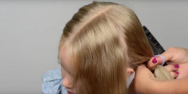 Разделите волосы пополам прямым пробором