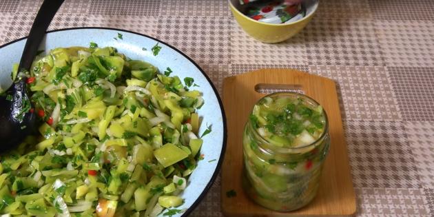Салат из зелёных помидоров на зиму с перцем, луком и зеленью