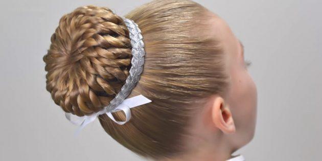 Причёски на 1сентября: высокий пучок из перекрученных прядок