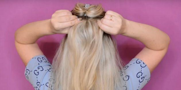 Под хвостом сделайте ещё один, собрав часть волос по бокам и снизу