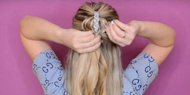 Выпустите волосы, закреплённые заколкой