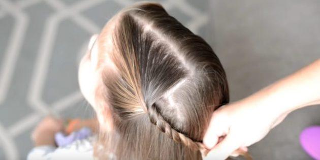 Разделите верхнюю часть волос пополам