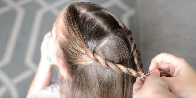 Таким же образом скрутите вторую часть волос