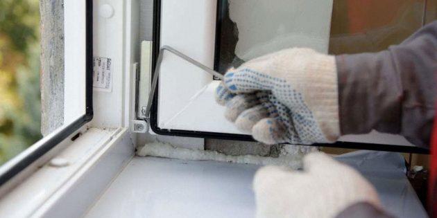 Как отрегулировать пластиковые окна: регулировка нижней петли
