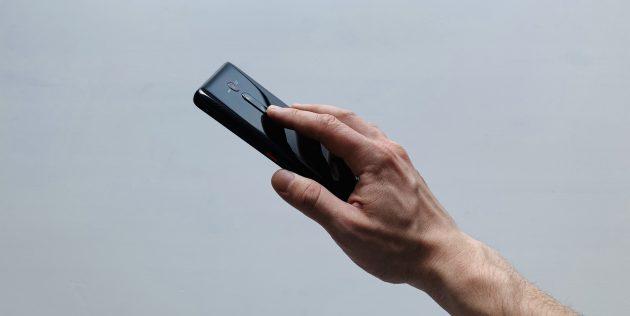 Xiaomi Mi 9T Pro: палец на камере