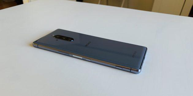 Sony Xperia 1: правая грань