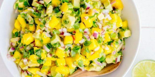 Соус сальса с авокадо и манго