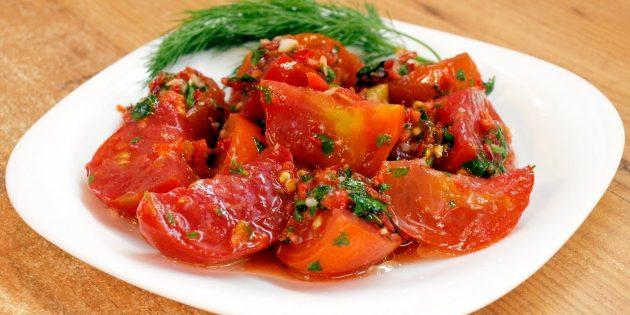 Помидоры по-корейски с чесноком, болгарским и острым перцем и петрушкой