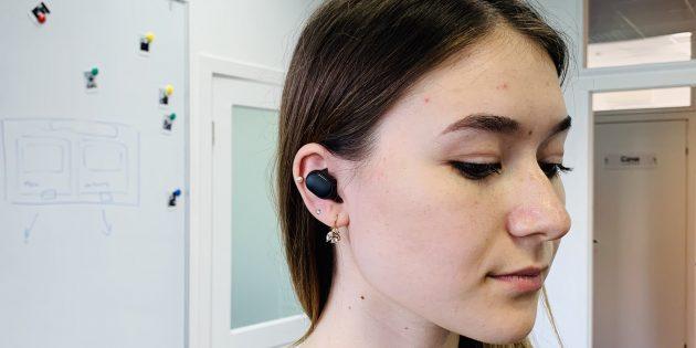 Xiaomi Redmi AirDots в ушах