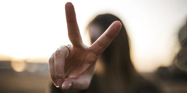 Хакеры в Китае могут красть отпечатки пальцев прямо с селфи