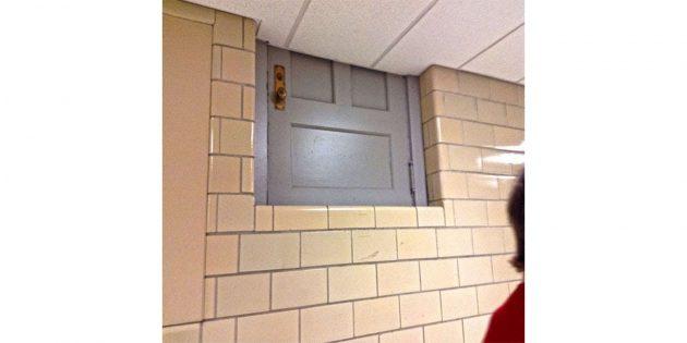 Странная дверь в школе