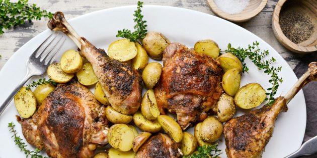 Бёдра и голени индейки с картофелем в духовке
