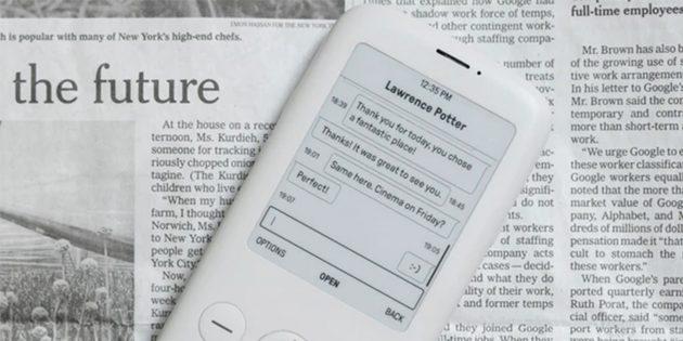 Антисмартфон Mudita Pure на фоне газеты