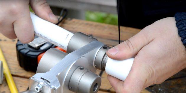 как паять полипропиленовые трубы: нагрейте трубу и фитинг
