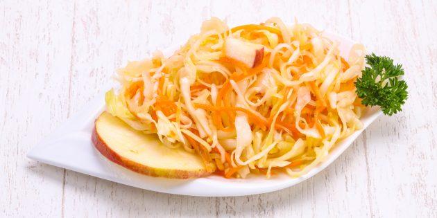 Маринованная капуста с яблоками на зиму