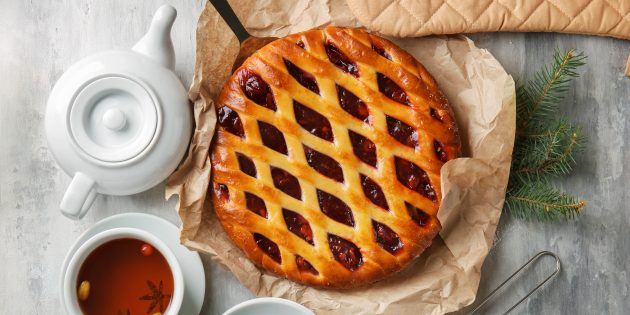 Дрожжевой пирог с брусникой