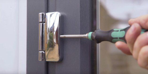 Kak otregulirovat' plastikovye dveri svoimi rukami