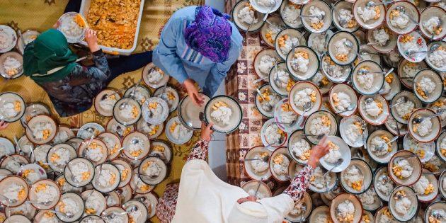 1000 тарелок курицы и риса