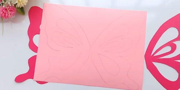 Открытка на день рождения своими руками: приложите крылья к розовой бумаге и обведите