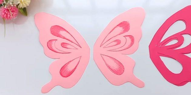 Вырежьте розовые детали по внешним контурам