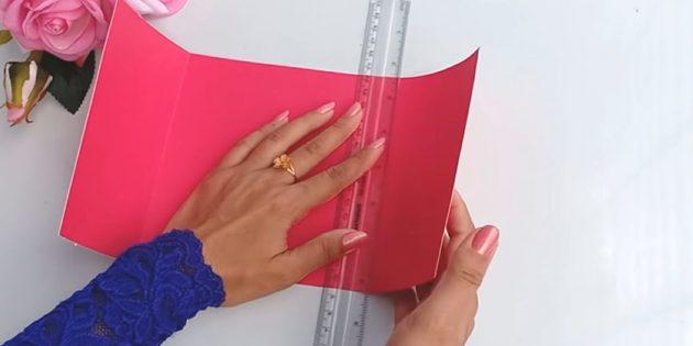 Открытка на день рождения своими руками: вырежьте из розовой плотной бумаги деталь размером 30 х 15см