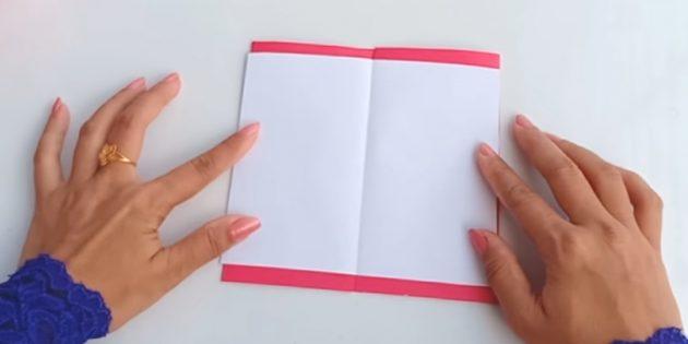 Сложите будущую открытку по линиям сгиба