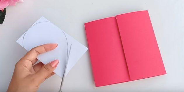Открытка на день рождения своими руками: нарисуйте на одной стороне белой бумаги половину сердца и разрежьте по контуру