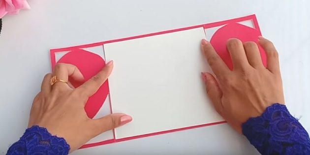 Вырежьте из белой бумаги деталь по размерам задней части открытки