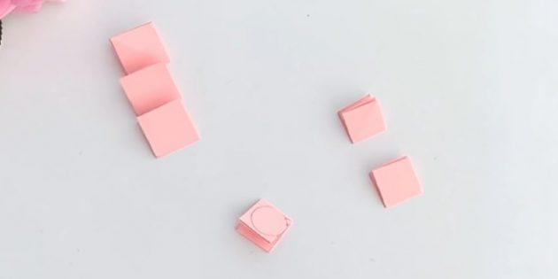 Открытка на день рождения своими руками: вырежьте из персиковой бумаги по 3квадратика со сторонами 5см и 4см