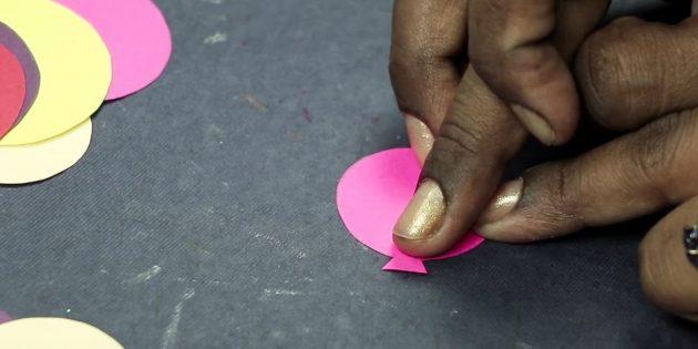 Открытка на день рождения своими руками: нарежьте маленькие треугольники