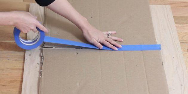 Склейте боковые стороны второй коробки