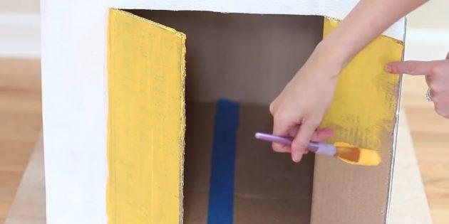 Покрасьте стены и дверь