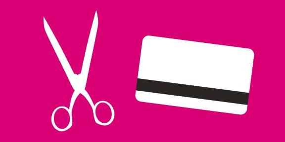 Как закрыть банковскую карту, чтобы не влезть в долги