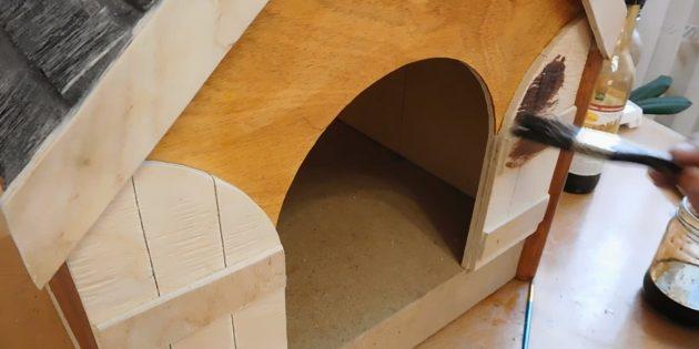 Покрасьте домик для кошки своими руками