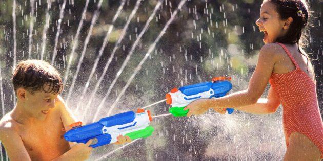Детский день рождения: устройте бои с водяными пистолетами
