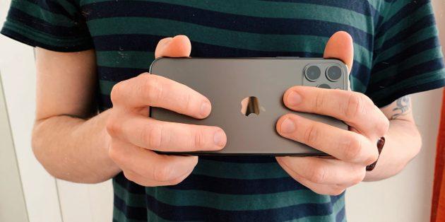 iPhone 11 Pro: палец на камере